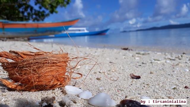 Keindahan Pantai Arborek